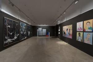 Sala de exposiciones. De izquierda a derecha: obras de Santiago Giralda, Laura F. Gibellini y Los Bravú