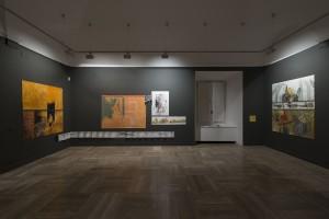 Sala de exposiciones con la obra de Antonia Santolaya