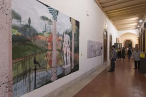 Claustro alto con la obra de Miki Leal y el proyecto de Suset Sánchez
