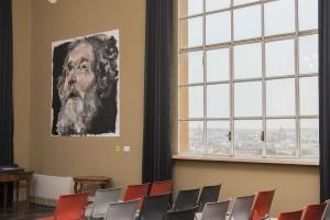 Salón de Retratos con obra de Santiago Ydáñez
