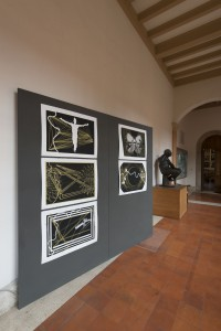 Panel con la obra de Claudio Sotolongo