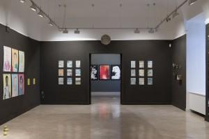 Sala de exposiciones con la obra de Tyto Alba y David jiménez
