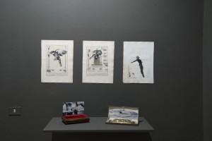 Detalle con la obra de Santiago Ydáñez